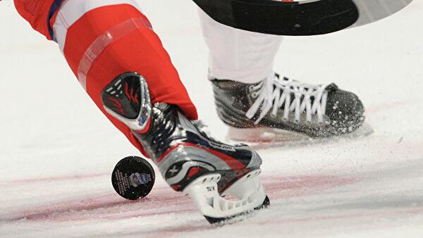 На селекторном совещании образовательного ведомства Москвы поздравили чемпиона Юношеской Олимпиады по хоккею Кирилла Долженкова