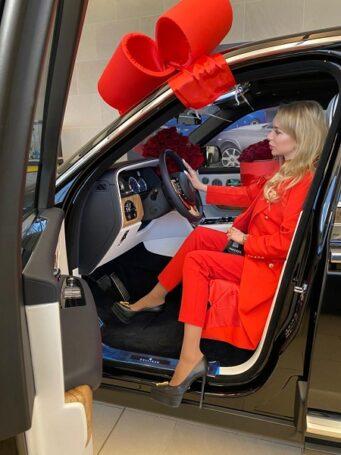 Rolls Royce Cullinan: роскошный подарок сделал «Королеве России» Элине Воронцовой супруг