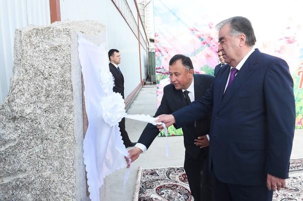 Шифер, трубы и хризотил: в Таджикистане появилось производство хризотиловой продукции