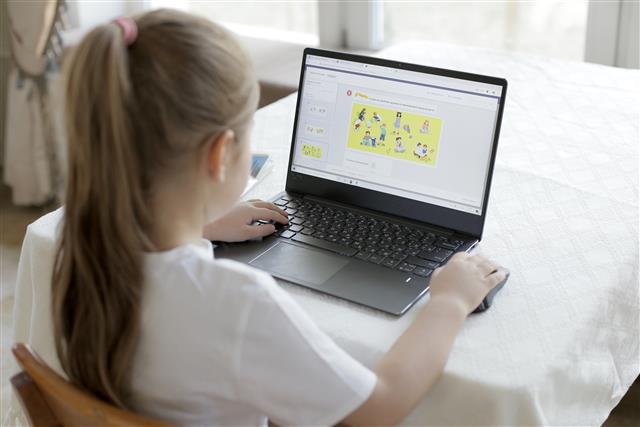 Бесплатная онлайн-школа от «Яндекса» и ЦПМ работает в режиме полного учебного дня