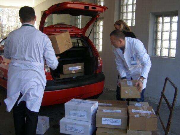 Эксперты уверены: доставлять лекарства на дом должны только фармацевты