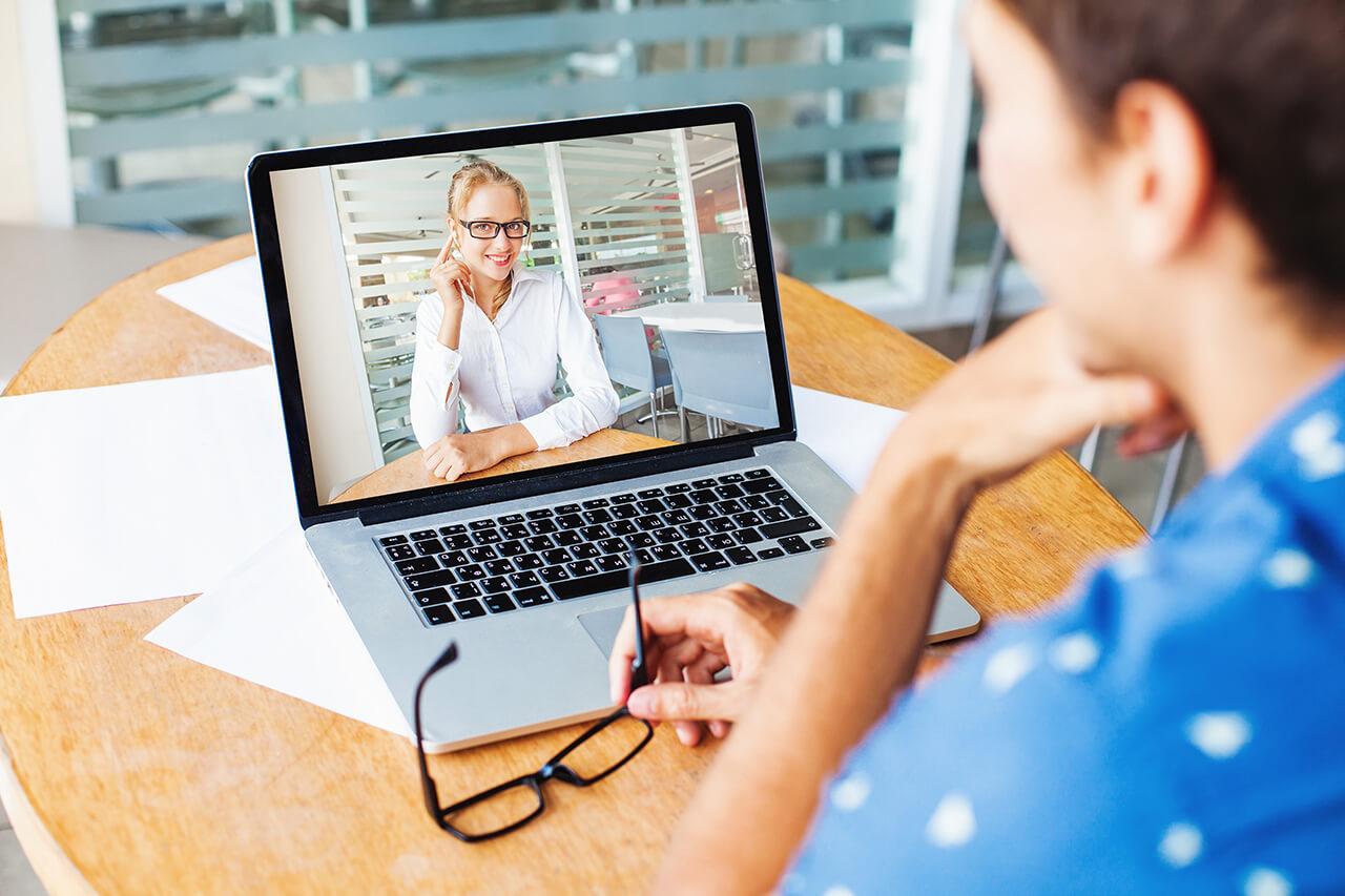 В Москве более 50 тысяч учителей проводят онлайн-уроки