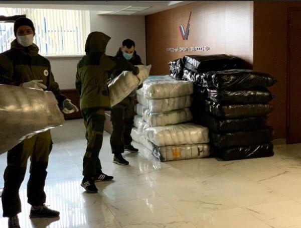 Представители бизнеса и активисты ОНФ передали 120000 медицинских масок столичным больницам