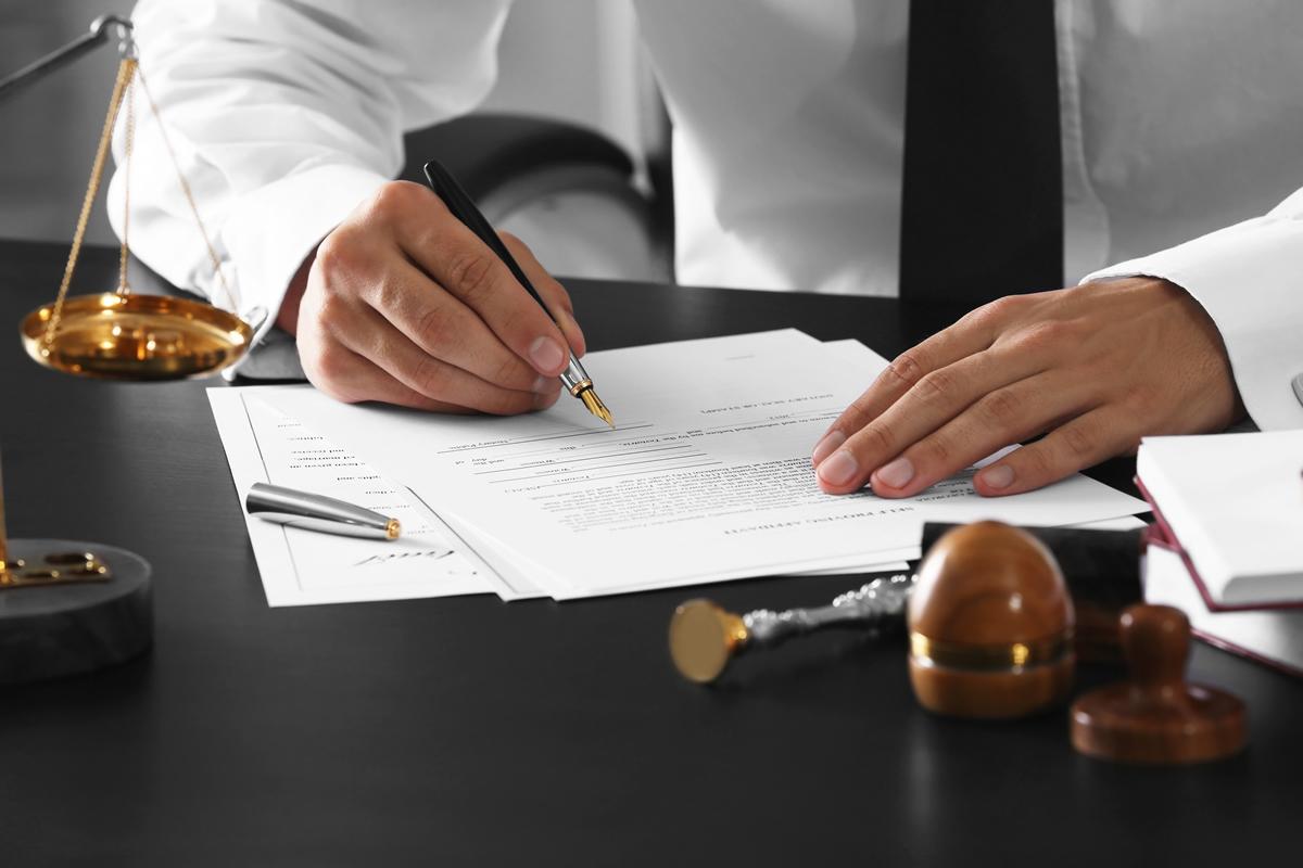 Граждане и бизнес передают документы через нотариуса