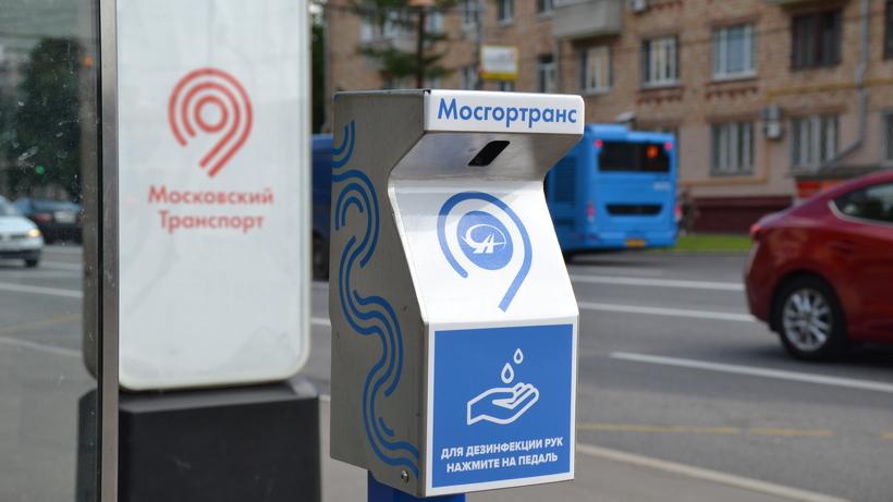 На остановках общественного транспорта Москвы установили терминалы-санитайзеры