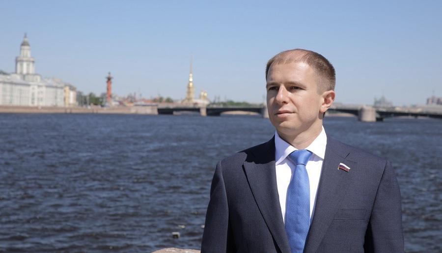 Михаил Романов поздравил работников морского и речного флота с профессиональным праздником