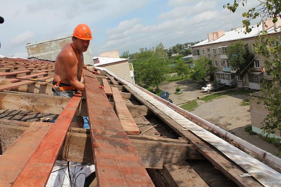 Шифер и спасатели: в ЕАО ликвидируют последствия буйства стихии