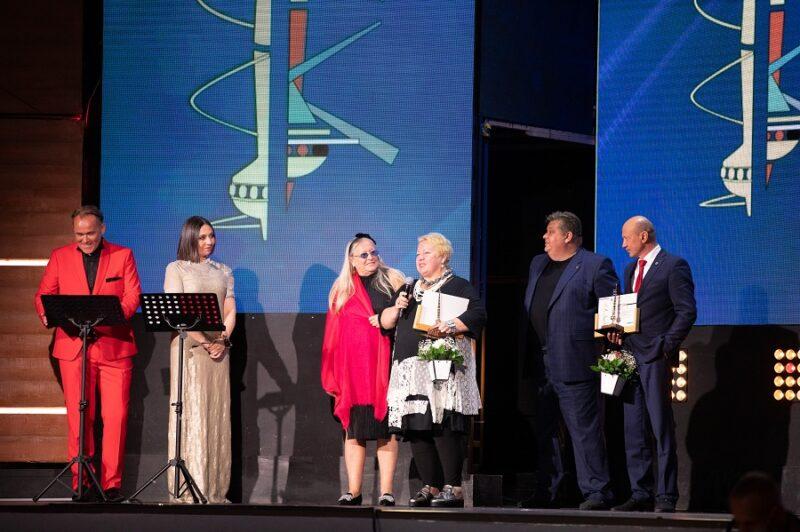 Лауреатам Национальной премии в области индустрии моды «Золотое Веретено» вручены почетные статуэтки