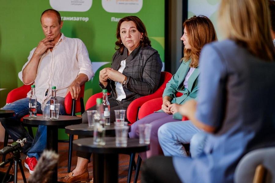 Более 35 000 родителей посетили всероссийскую онлайн-конференцию «100 вопросов от родителей»