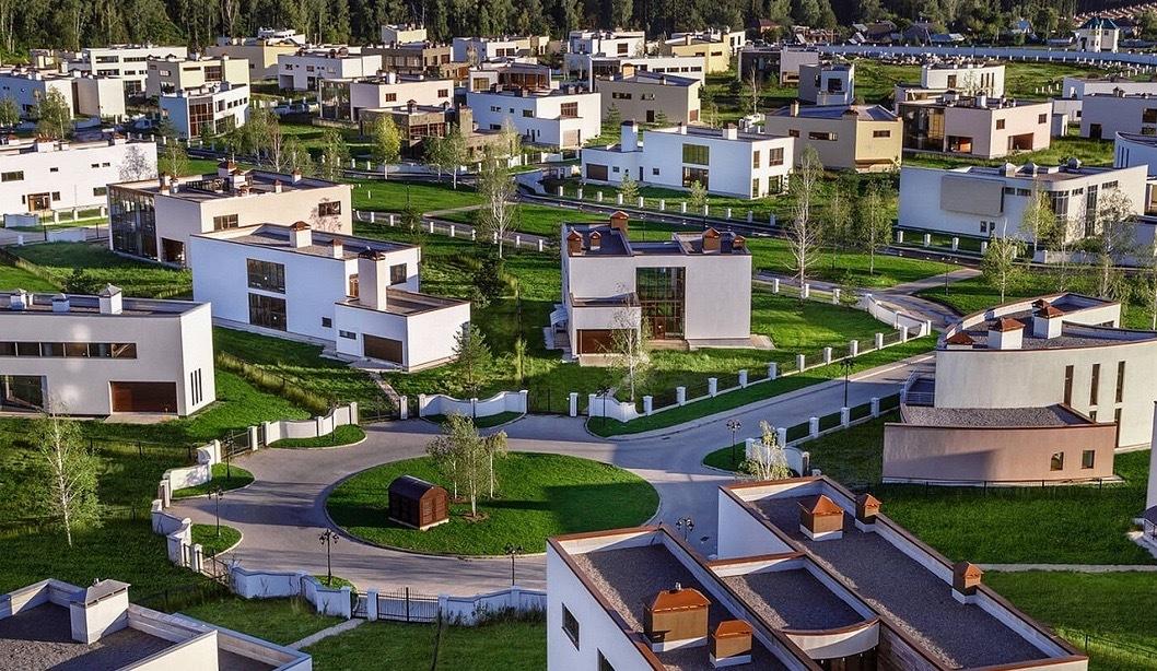 Благоустройство в элитном подмосковном поселке «Березки» готово на 90%