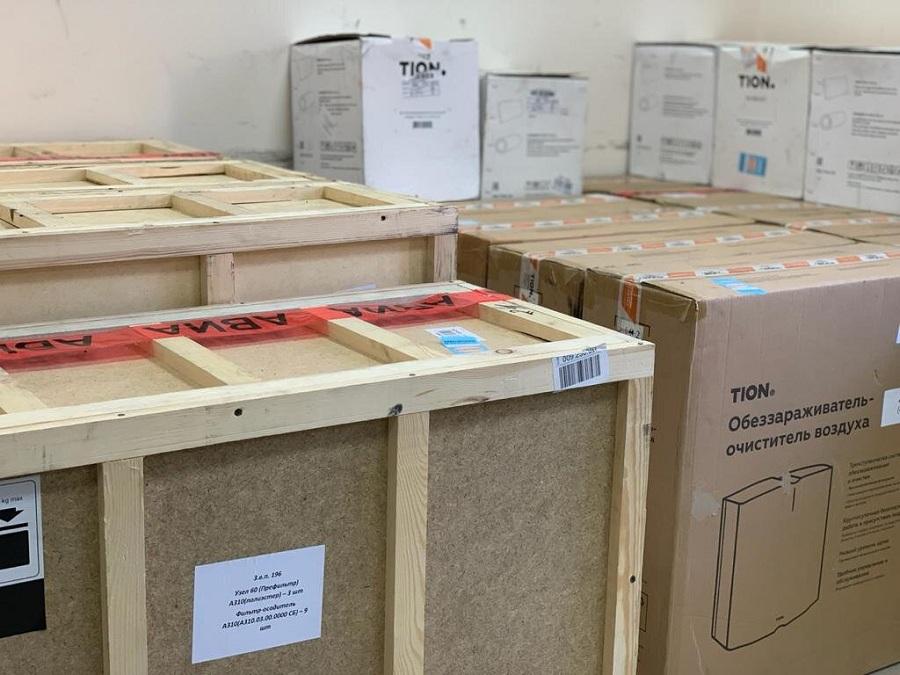 Хирург Бадма Башанкаев и представители калмыцкой диаспоры в Москве передали больницам Калмыкии оборудование для борьбы с вирусными инфекциями