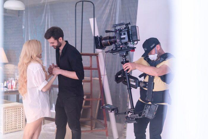 6 ноября Anastasia Stone выпустила клип на новую песню «Любовь-искусство»