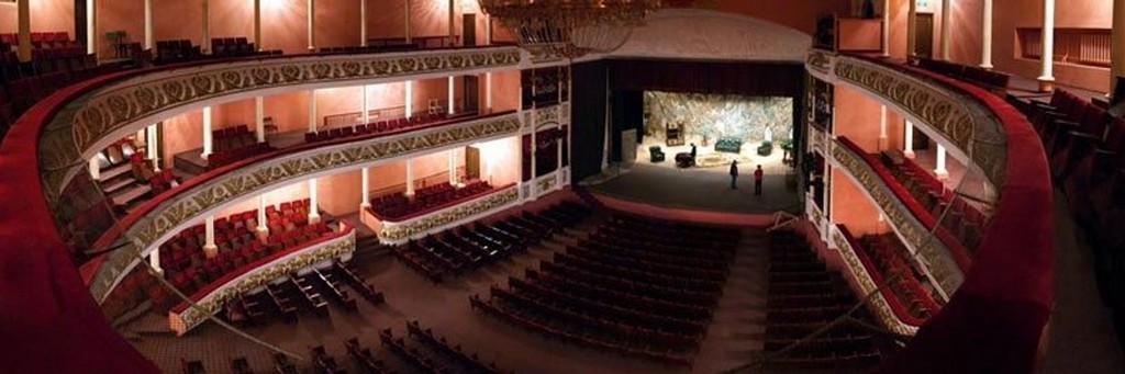 Четверть зала на представлении — это не драма
