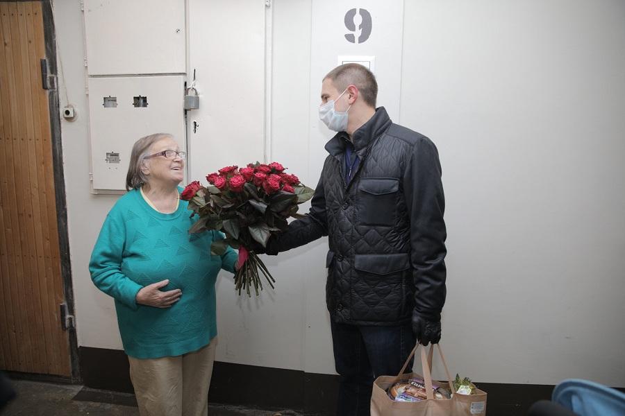 Михаил Романов принял участие в работе волонтерского центра «Единой России» и поздравил с Днем матери многодетные семьи Фрунзенского района