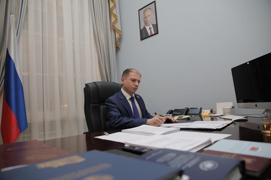 Михаил Романов обратился к Александру Бастрыкину с просьбой взять расследование смерти 10-летней девочки в Колпино на личный контроль