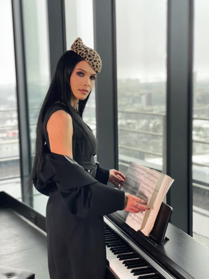 Певица Kris G презентовала свою школу вокала в Москве