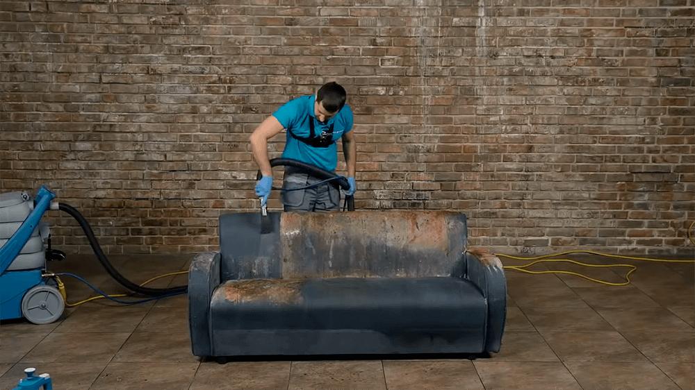 Чистка диванов на дому: особенности и рекомендации