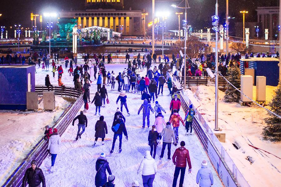 Зимние катки и аттракционы на ВДНХ посетило более 280 тыс. человек