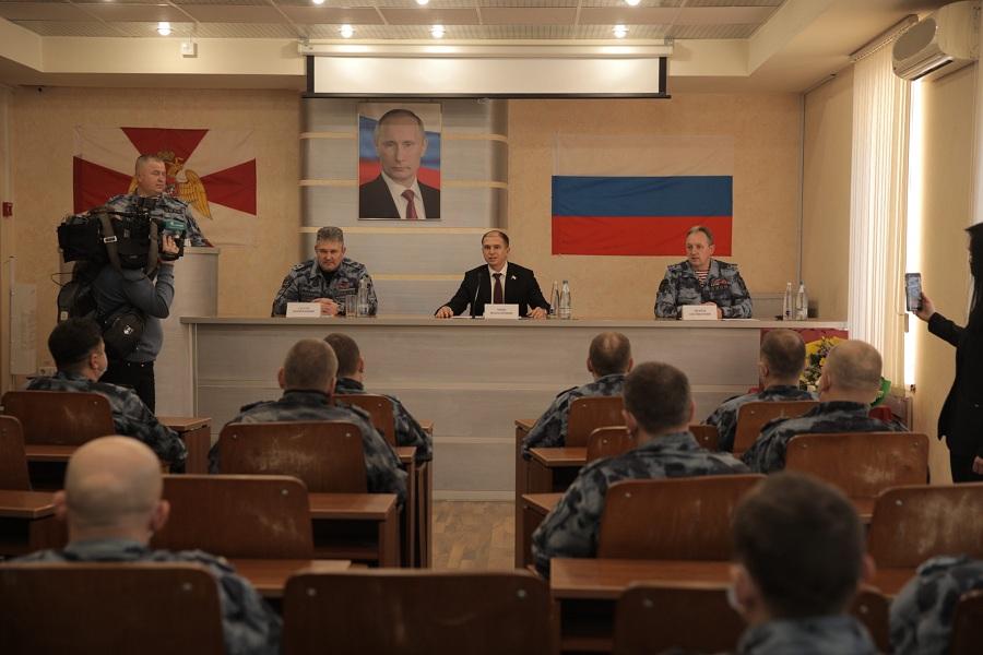 Михаил Романов посетил петербургский ОМОН и поздравил с наступающими профессиональными праздниками