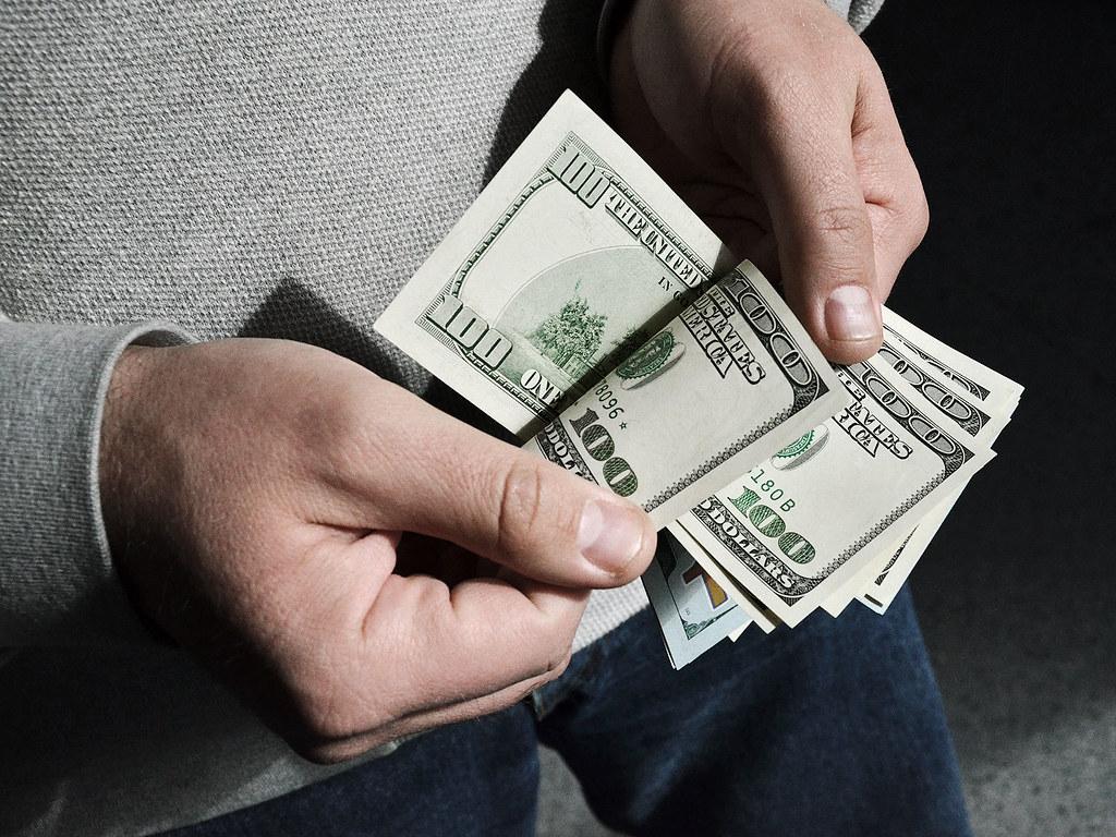 Россия последовательно избавляется от долларов