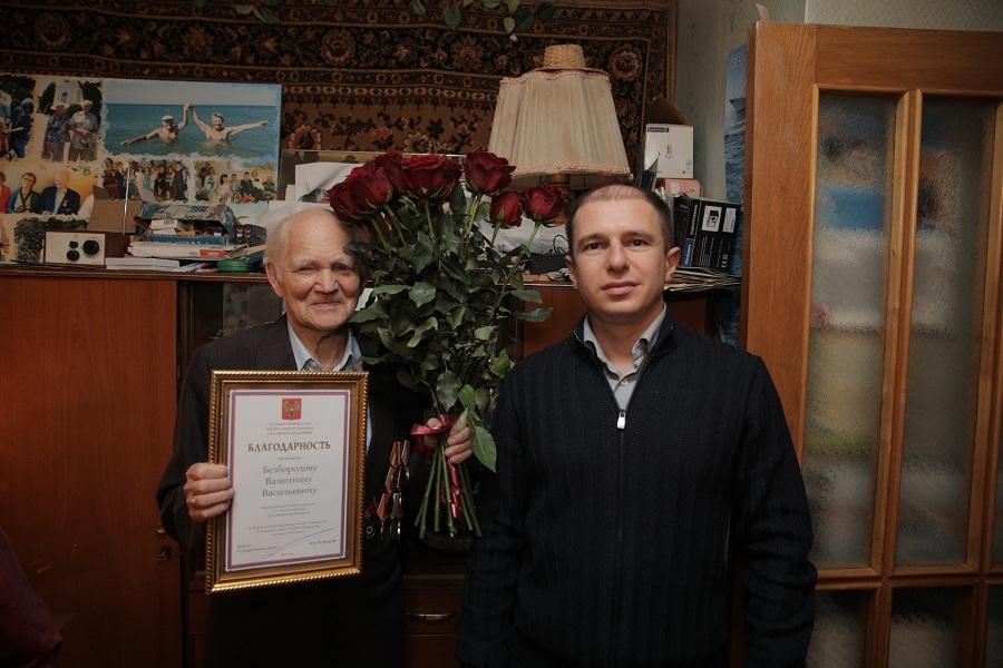 Михаил Романов поздравил с 90-летием председателя Совета ветеранов Средне-Невского судостроительного завода