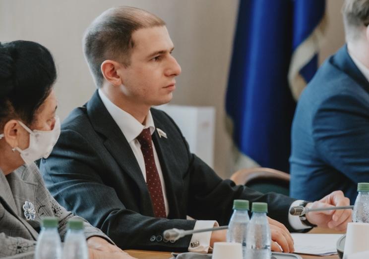 Михаил Романов назвал закон о квотировании социальной рекламы в интернете жизненно необходимой инициативой