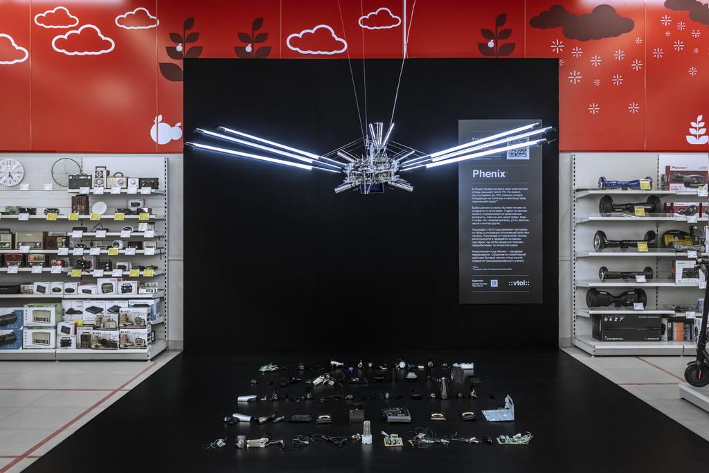Эльдорадо и медиахудожник ::vtol:: Дмитрий Морозов представили Робота-Феникса из электронных отходов