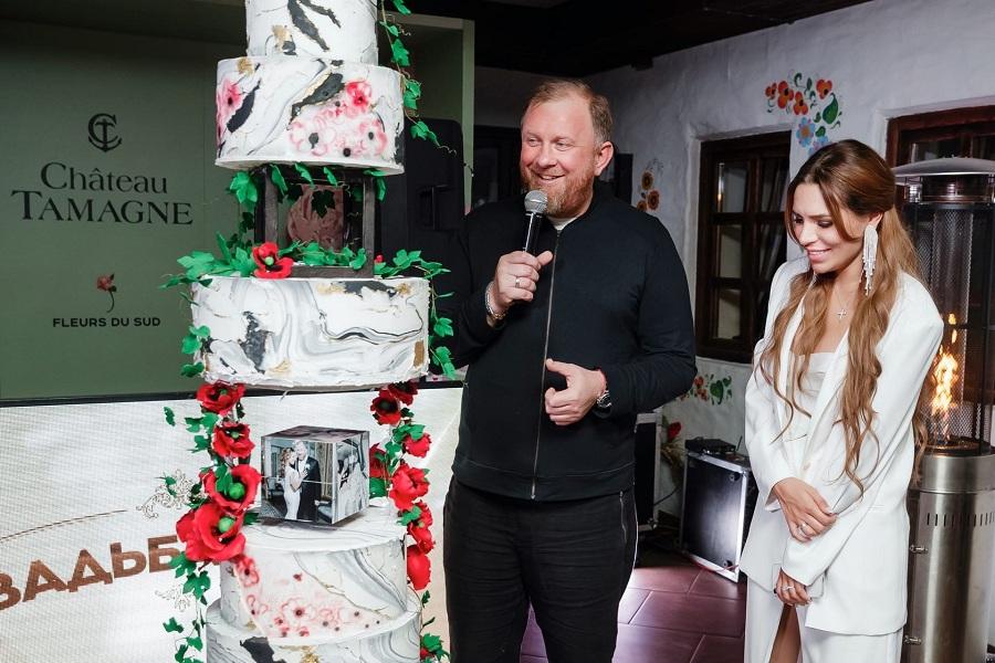 Шоу-торт в казачьем стиле поразил гостей на свадьбе Константина Ивлева