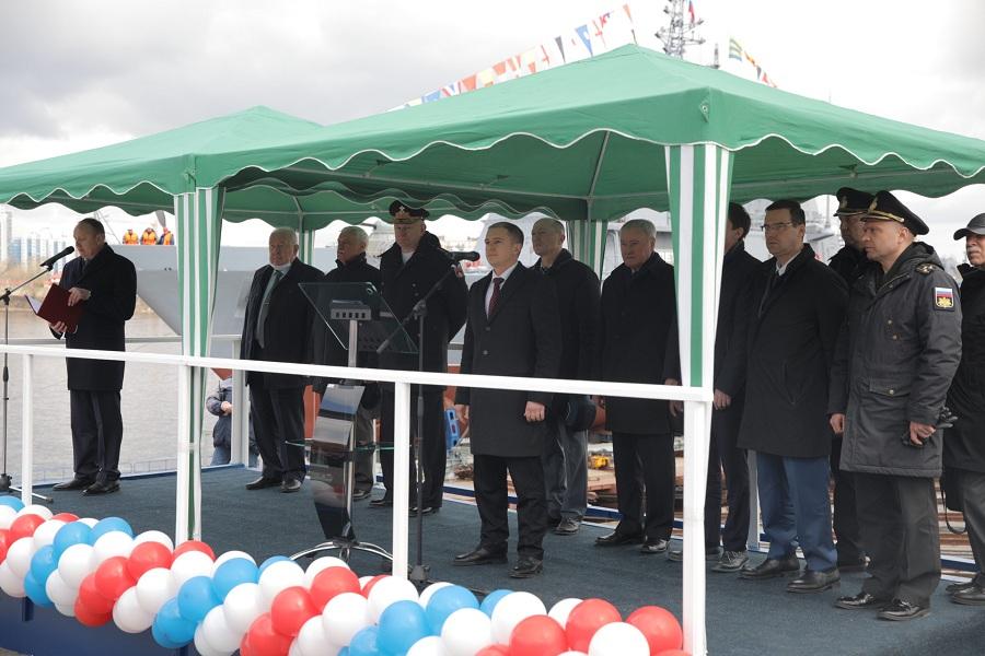 Михаил Романов принял участие в церемонии спуска на воду корабля противоминной обороны «Петр Ильичев»