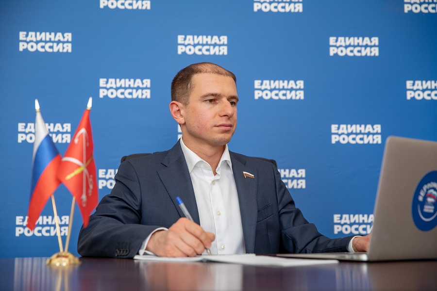 Михаил Романов провел личный прием петербуржцев старшего поколения