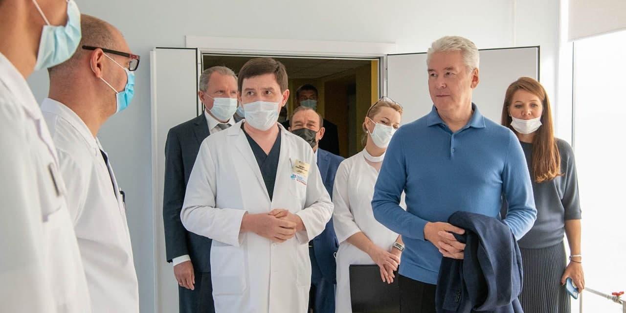 Собянин пообещал московским медсестрам премии 20 тыс. рублей в честь профессионального праздника
