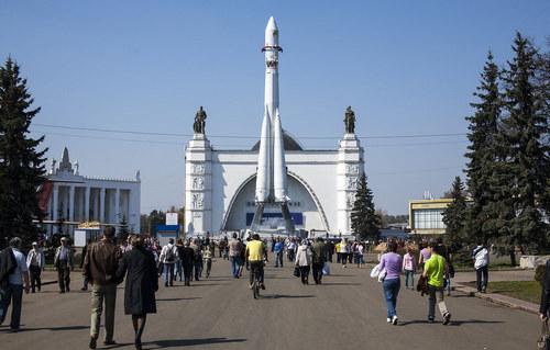 О старте нового экскурсионного сезона на ВДНХ рассказала заммэра Москвы Наталья Сергунина