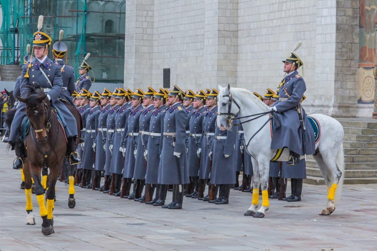 Кремль открывает сезон развода пеших и конных караулов