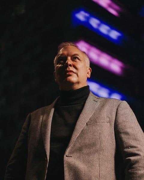 Самый загадочный телеведущий Роман Устюжанин завел инстаграм