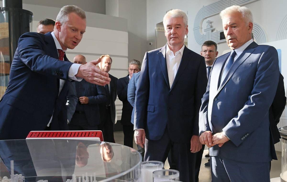 Собянин и Алекперов открыли в Москве музей нефти