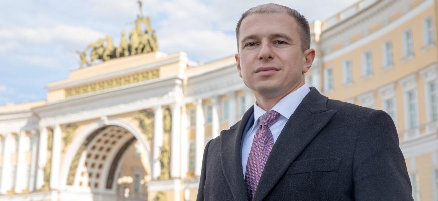 Михаил Романов поздравил петербуржцев с Днем славянской письменности и культуры