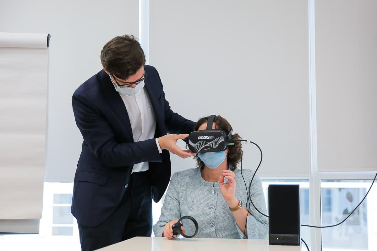 VR-тренажер: около 1 тыс. госслужащих Москвы отработали навыки публичных выступлений