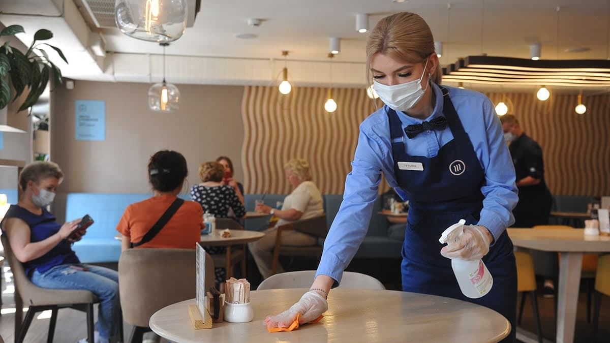 В Правительстве Москвы разъяснили порядок создания Covid-free зон для кафе и ресторанов