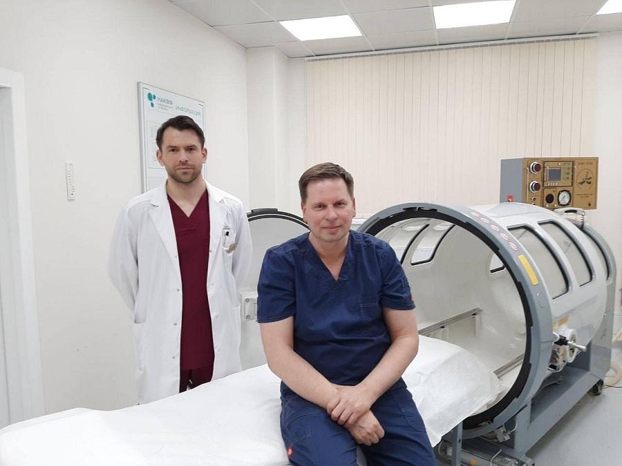 В многопрофильной медицинской клинике НАКФФ начали применять барокамеру для восстановления пациентов после ковида