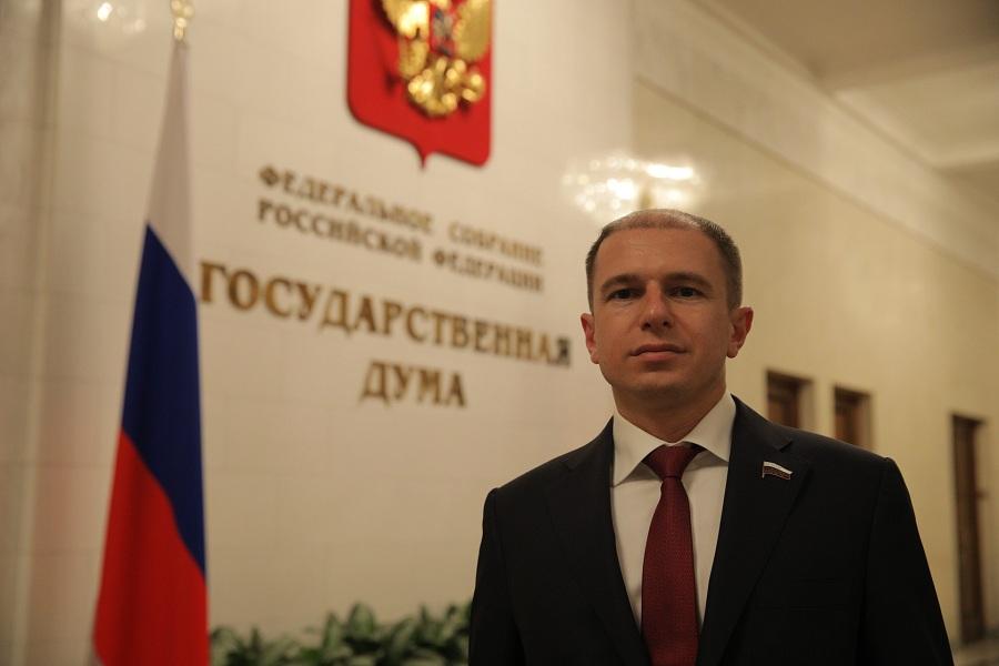 Михаил Романов поздравил коллег с Международным днем парламентаризма