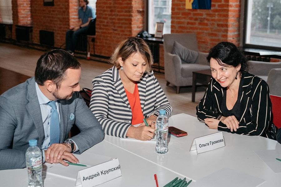 Опытные бизнесмены открыто делятся знаниями с начинающими предпринимателями Москвы