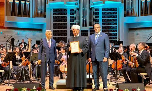 Собянин наградил муфтия Москвы Альбира Крганова