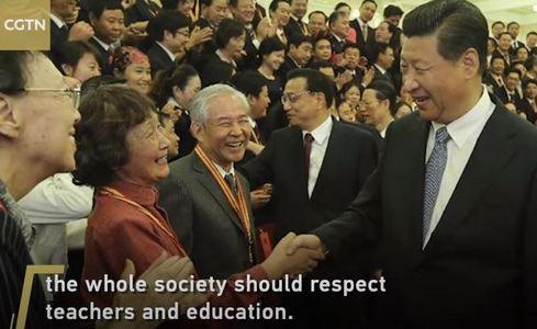 Си Цзиньпин призвал повысить политический, социальный и профессиональный статус учителя