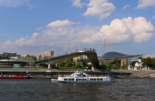 Столица во всей красе: где покататься на теплоходе в Москве
