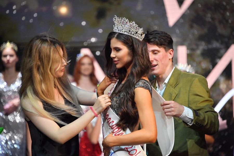 Титула «Мисс Московская красавица» удостоена Евгения Карманная