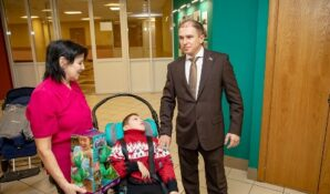 Михаил Романов принял деятельное участие в судьбе ребенка-инвалида
