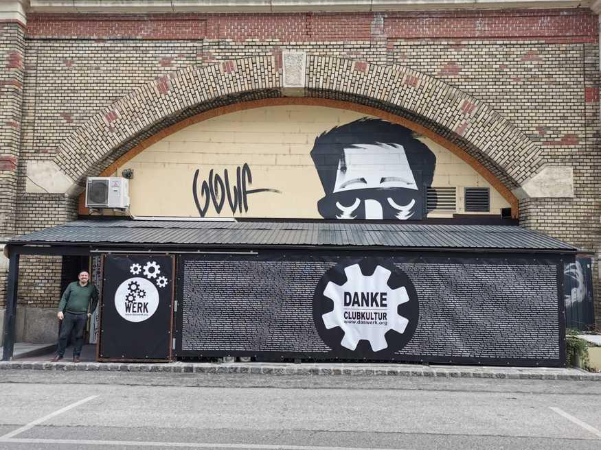 Das_werk_wall_of_best_crowd