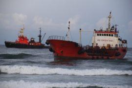 С танкера «Надежда» снова пролилась нефть