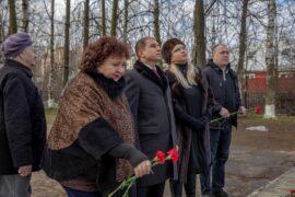 Михаил Романов осмотрел воинские мемориалы поселка Металлострой