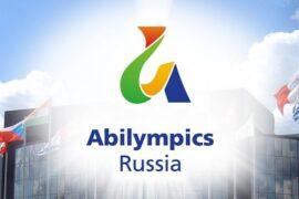 Победительница V Национального чемпионата «Абилимпикс» Валерия Загоруйко получила награду от Исаака Калины